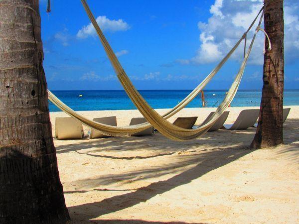 Sillas y hamacas publicitarias - Mirando al mar dormí