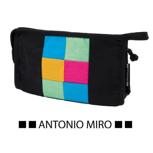 Neceser Antonio Miro.