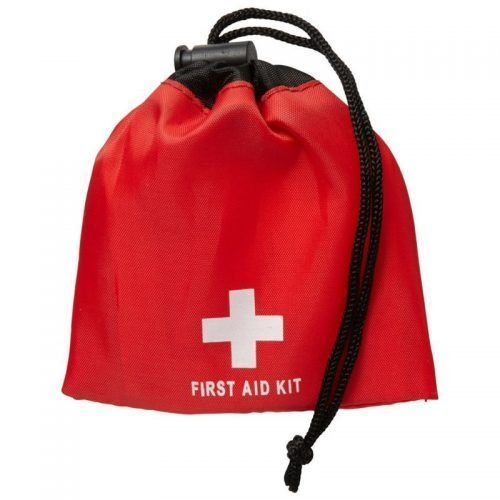 Kit primeros auxilios con 11 piezas.