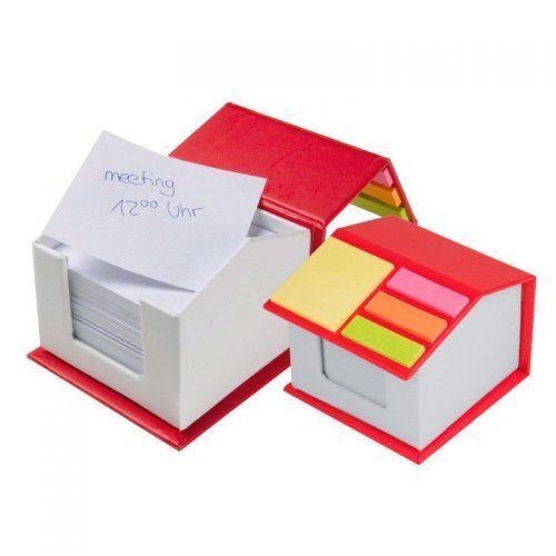 Casa con notas adhesivas