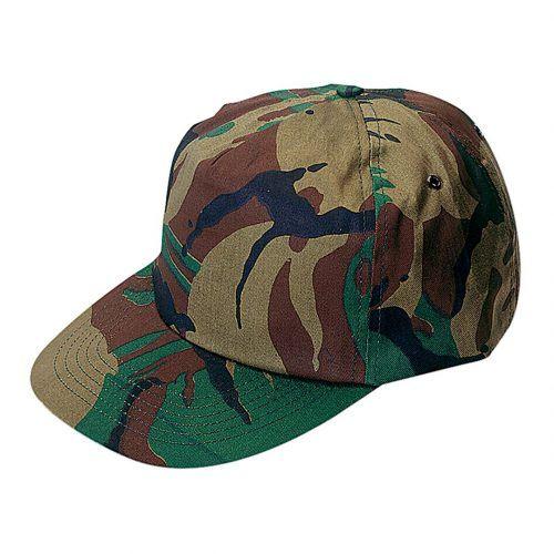 Gorra de 5 paneles personalizada, diseño  camuflaje. Con orificios de ventilación bordados y cierre ajustable de velcro.